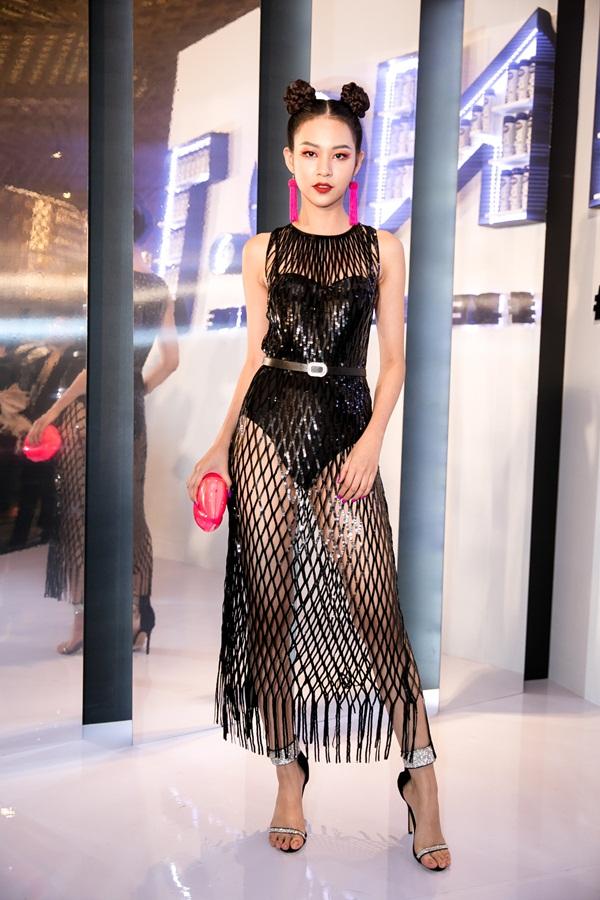 HHen Niê mặc một mất một còn đẹp nhất Elle Award