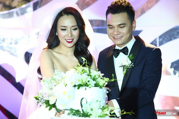 Chào thua trước dòng trạng thái gây choáng của Khắc Việt khi đăng tải giấy chứng nhận kết hôn