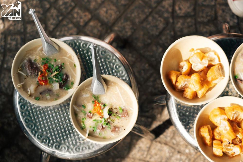 Quán ăn vỉa hè, khách cứ kéo đến đông nghịt ở Sài Gòn