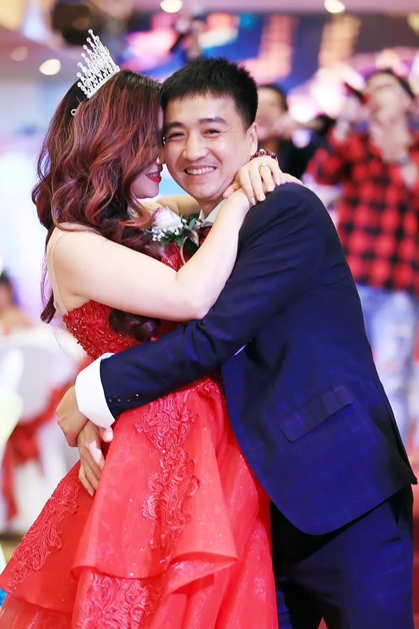 Diễn viên Hoàng Yến: Chồng chỉ được phép cười với tôi mà thôi