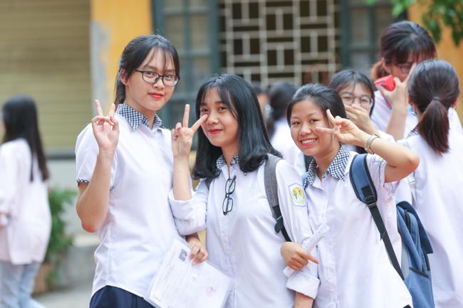 Ngắm nữ sinh 10X xinh đẹp rạng ngời trong kỳ thi THPT 2018