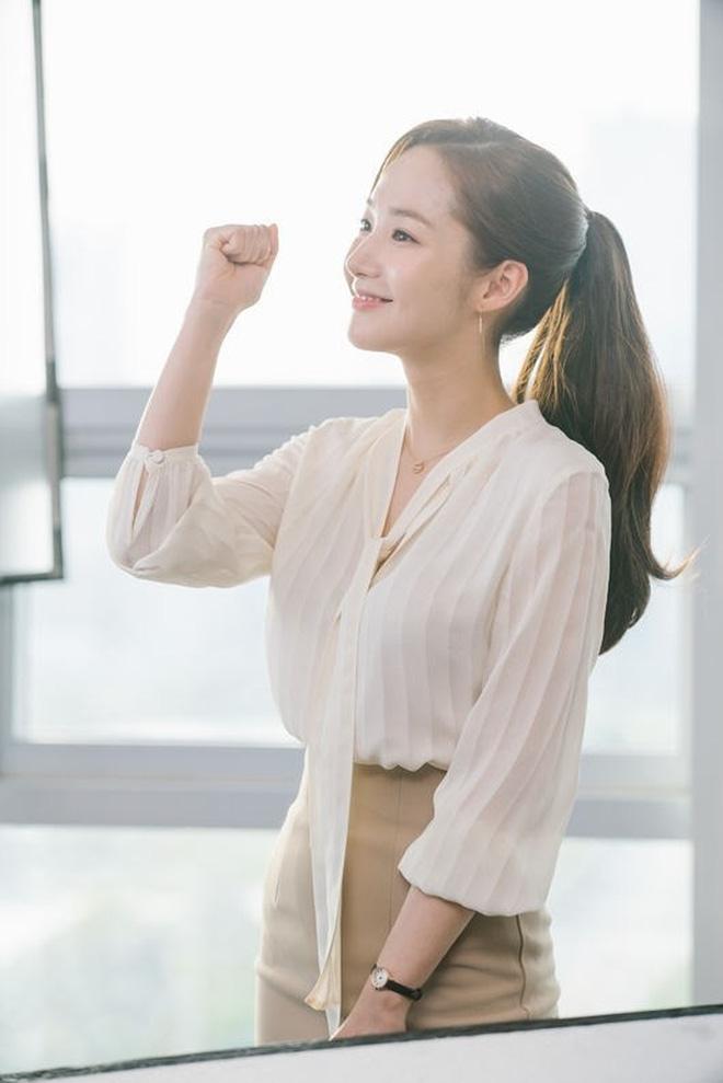 Chiêu làm phồng tóc đuôi ngựa nhanh gọn mà đẹp hệt như thư ký Park Min Young