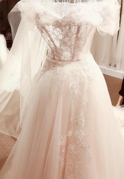 Váy chụp ảnh cưới lấy cảm hứng từ sương mai của Tú Anh