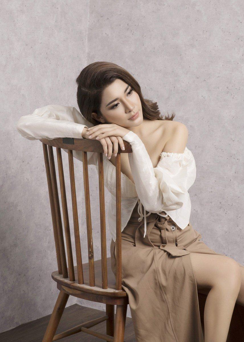 Yan My yêu kiều trong trang phục vừa cổ điển vừa hiện đại