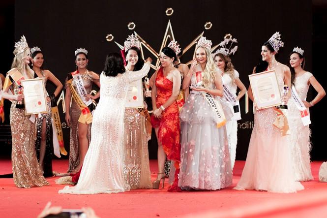 MC Dương Thùy Linh đăng quang Mrs. Worldwide 2018