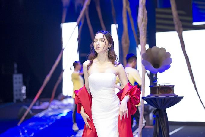 NTK Đỗ Long lên tiếng việc HH chuyển giới Hương Giang bị tố chảnh, đi muộn ở show diễn
