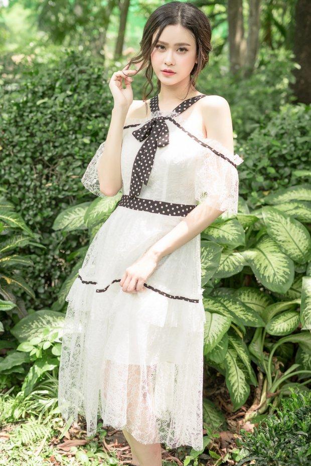Gái một con Trương Quỳnh Anh diện đồ mong manh, lăng-xê mốt chấm bi giữa hè