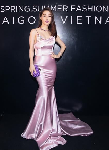 Dàn sao Việt chưng diện đi xem thời trang