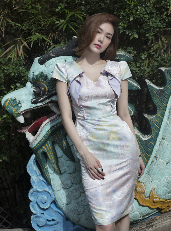Minh Hằng diện váy dệt hoạ tiết 3D