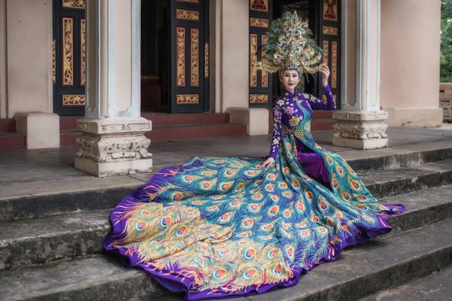 Đại diện Việt Nam mang áo dài và hình ảnh chim khổng tước đến Hoa hậu Châu Á Thế giới 2018