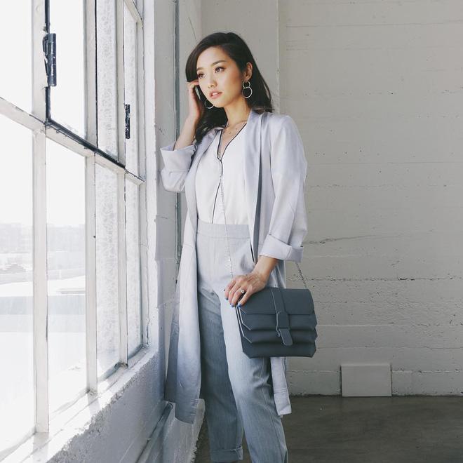 Mặc đẹp từ đồ công sở tới trang phục ngầu, ai ngờ nàng blogger với hàng triệu người hâm mộ này chỉ cao 1m55