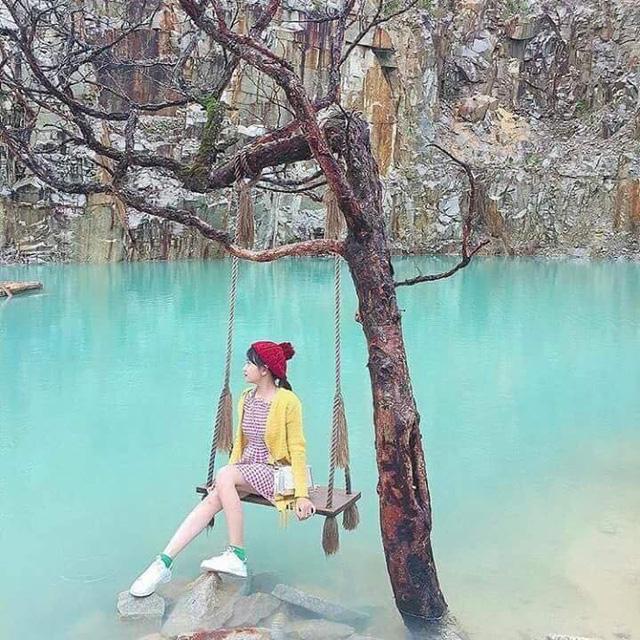Phát sốt với hồ nước xanh như ngọc được ví Tuyệt tình cốc ở Đà Lạt