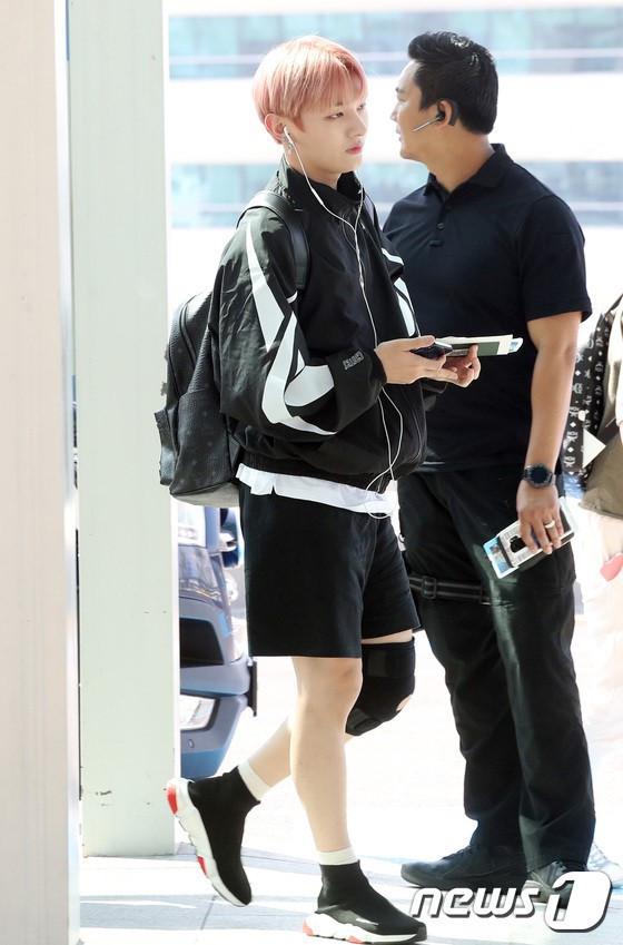 Lee Young Ae và hot boy 17 tuổi của WANNA ONE thu hút chú ý ở sân bay