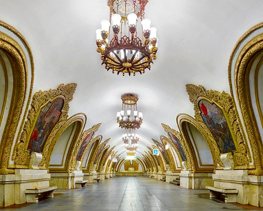 Choáng ngợp trước những ga tàu điện ngầm Moscow mùa World Cup