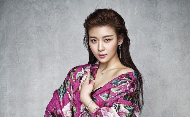 Ha Ji Won: Kẻ phá đám mối tình Hyun Bin - Song Hye Kyo và cuộc sống một mình lẻ bóng ở tuổi 40
