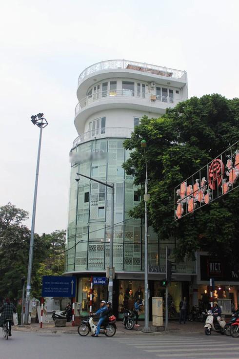 Cuộc sống giàu có, sang chảnh của Thủy Top tại Sài Gòn