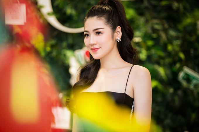 Tú Anh đi sự kiện giữa tin sắp cưới bạn trai cũ Văn Mai Hương