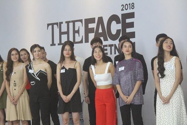 Dàn thí sinh The Face khoe vòng 1 gợi cảm trước phần thi thử thách mặt mộc