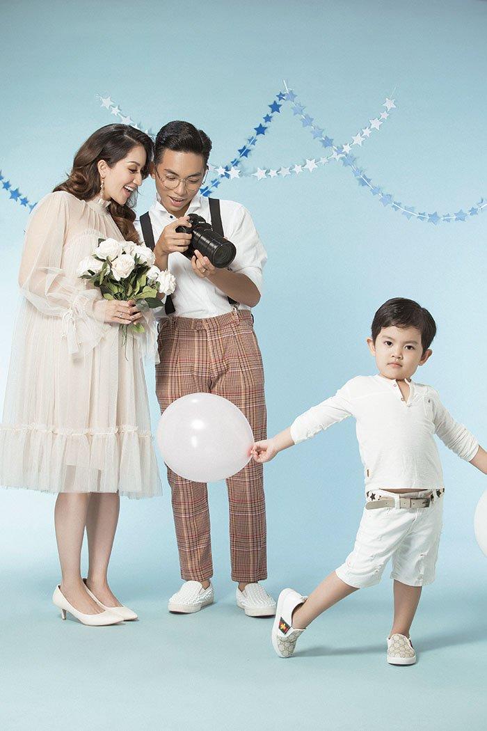 Khánh Thi bầu 8 tháng vẫn rạng ngời bên chồng kém 12 tuổi