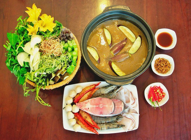 Sài Gòn mùa mưa là cứ phải đi ăn hết mấy loại lẩu này mới đã