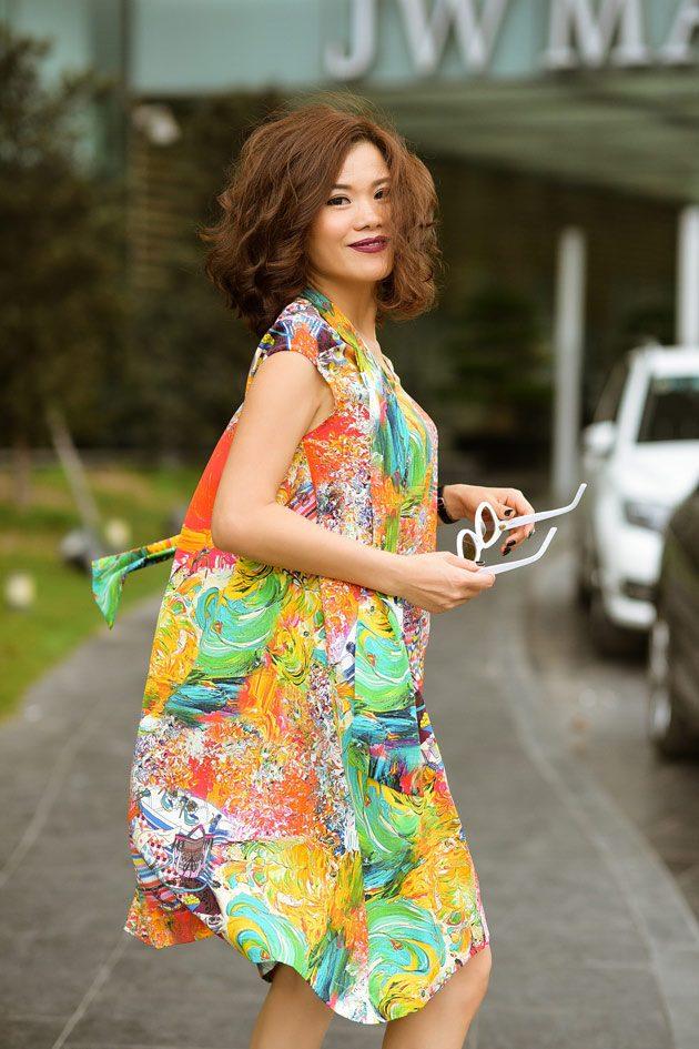 Helene Hoài hóa quý cô mùa hè thanh lịch trong thiết kế của chính mình