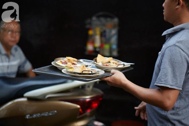 Cuối tuần ghé tiệm bánh mì chảo Hòa Mã nức tiếng hơn 60 năm, nhấm nháp bữa sáng nhàn tản đậm chất Sài Gòn