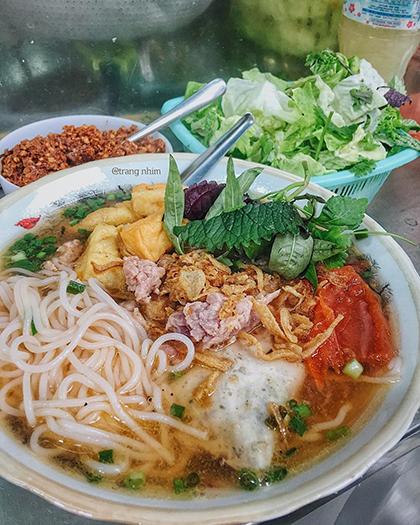 Ba quán bún riêu vỉa hè nổi tiếng ở phố cổ Hà Nội