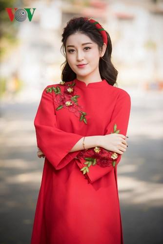 Á hậu Huyền My đẹp rạng rỡ giữa nắng hè Hà Nội