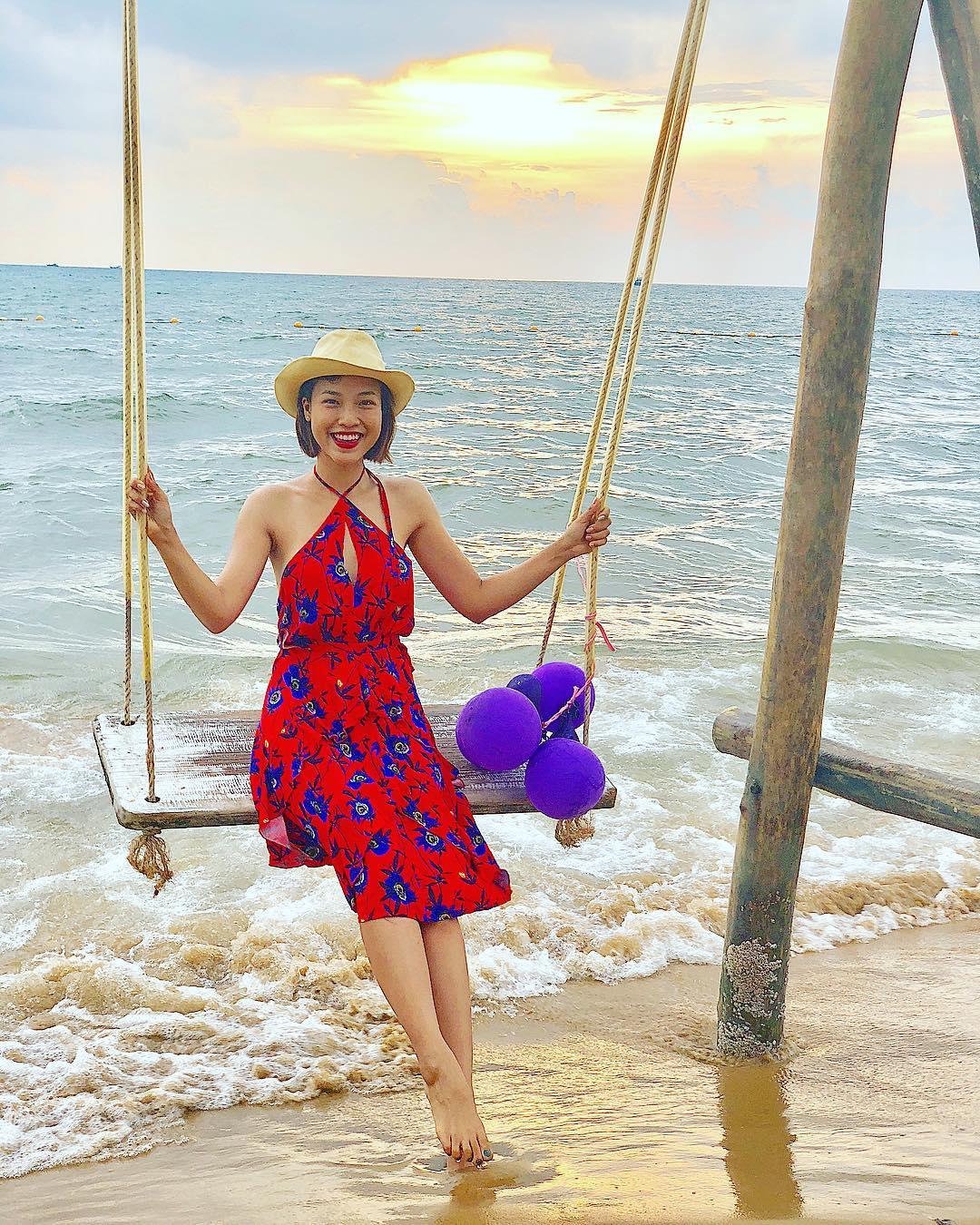 Đỗ Mỹ Linh diện bộ cánh như quý bà U40, Minh Triệu chơi bạo khi nude 100% trên bãi biển