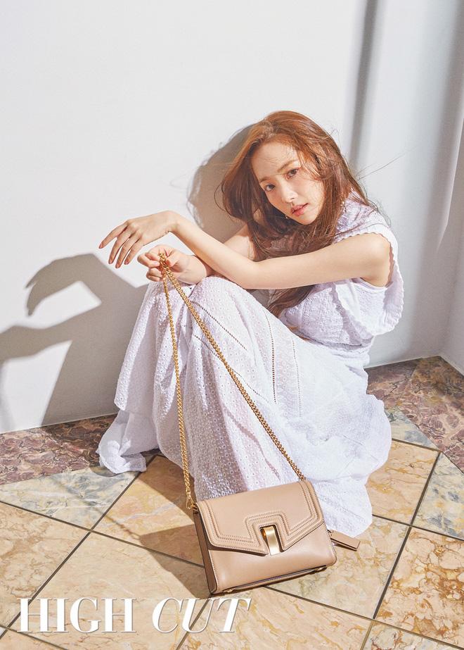 Nữ hoàng dao kéo Park Min Young khoe trọn vẹn nhan sắc đỉnh cao trên tạp chí: Đẹp vừa vừa thôi!