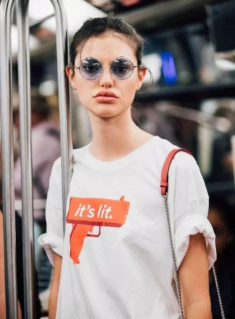 5 mẹo nhỏ nhưng giúp chiếc áo phông tầm thường trở nên đắt giá