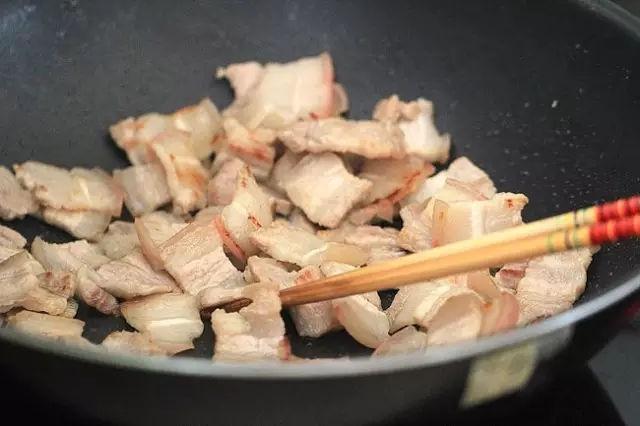 Nấu ăn mỗi ngày nhưng chắc bạn không biết nếu thêm nước trong lúc nấu những món này sẽ có công dụng tuyệt vời