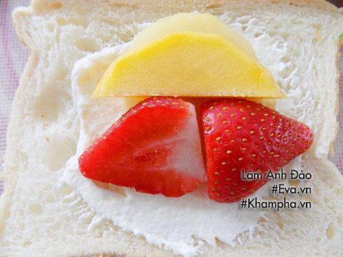 Bánh sandwich kẹp kem tươi trái cây ngon mát