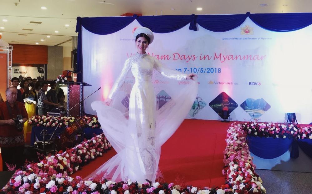 Loan Vương diện áo dài, đội nón lá quảng bá văn hoá du lịch Việt Nam tại Myanmar