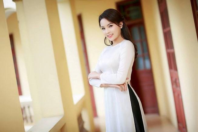 Mặt nhọn hóp thế này, Hoa hậu Kỳ Duyên có nên tiêm má baby?