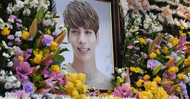 Trước sự ra đi của đàn em Jonghyun, Taeyeon nghẹn ngào viết tâm thư tạm biệt: Chắc chắn em sẽ không cô đơn đâu
