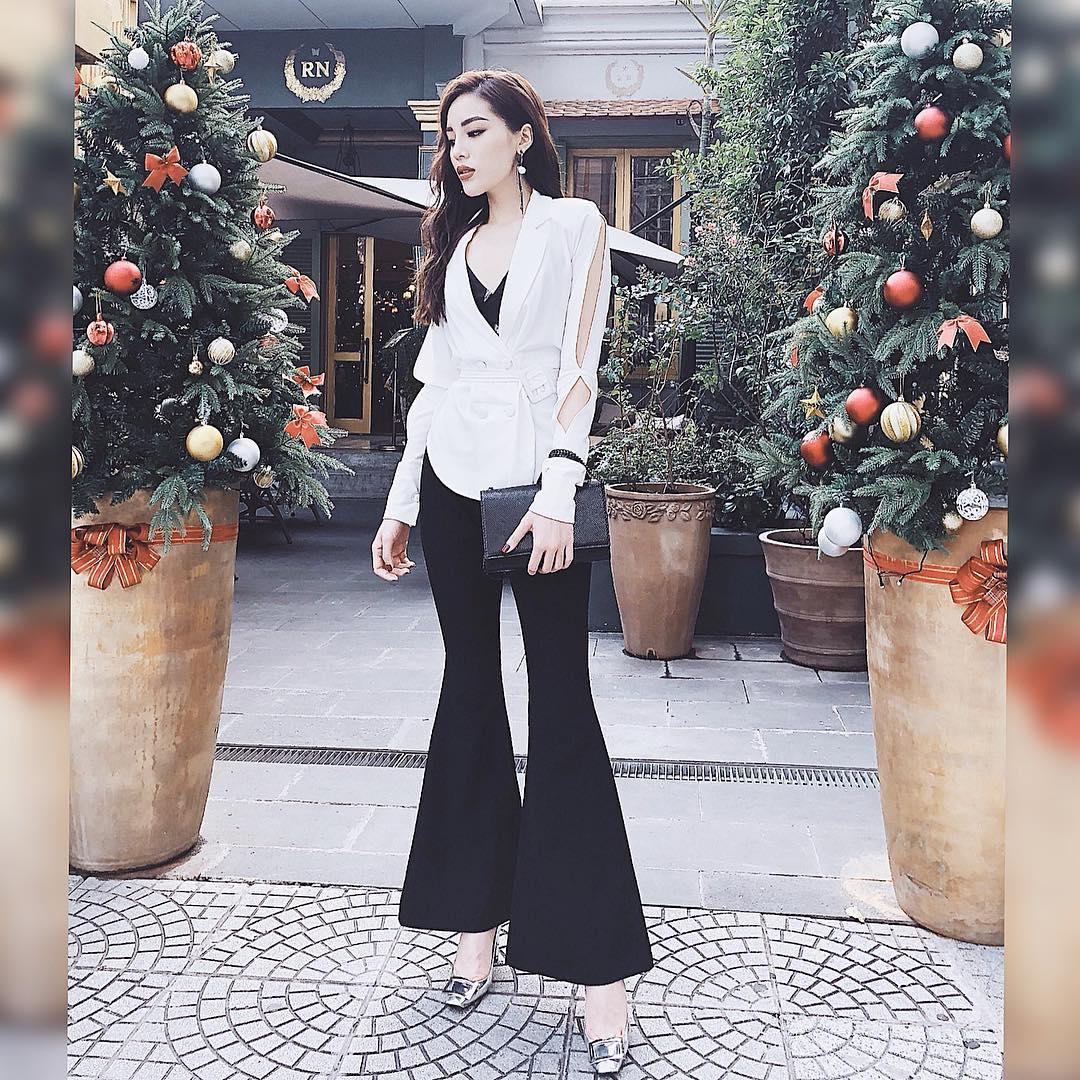 Tuần qua, Angela Phương Trinh hết khoe vòng ba bỏng mắt lại diện váy siêu ngắn đi ăn vặt lề đường