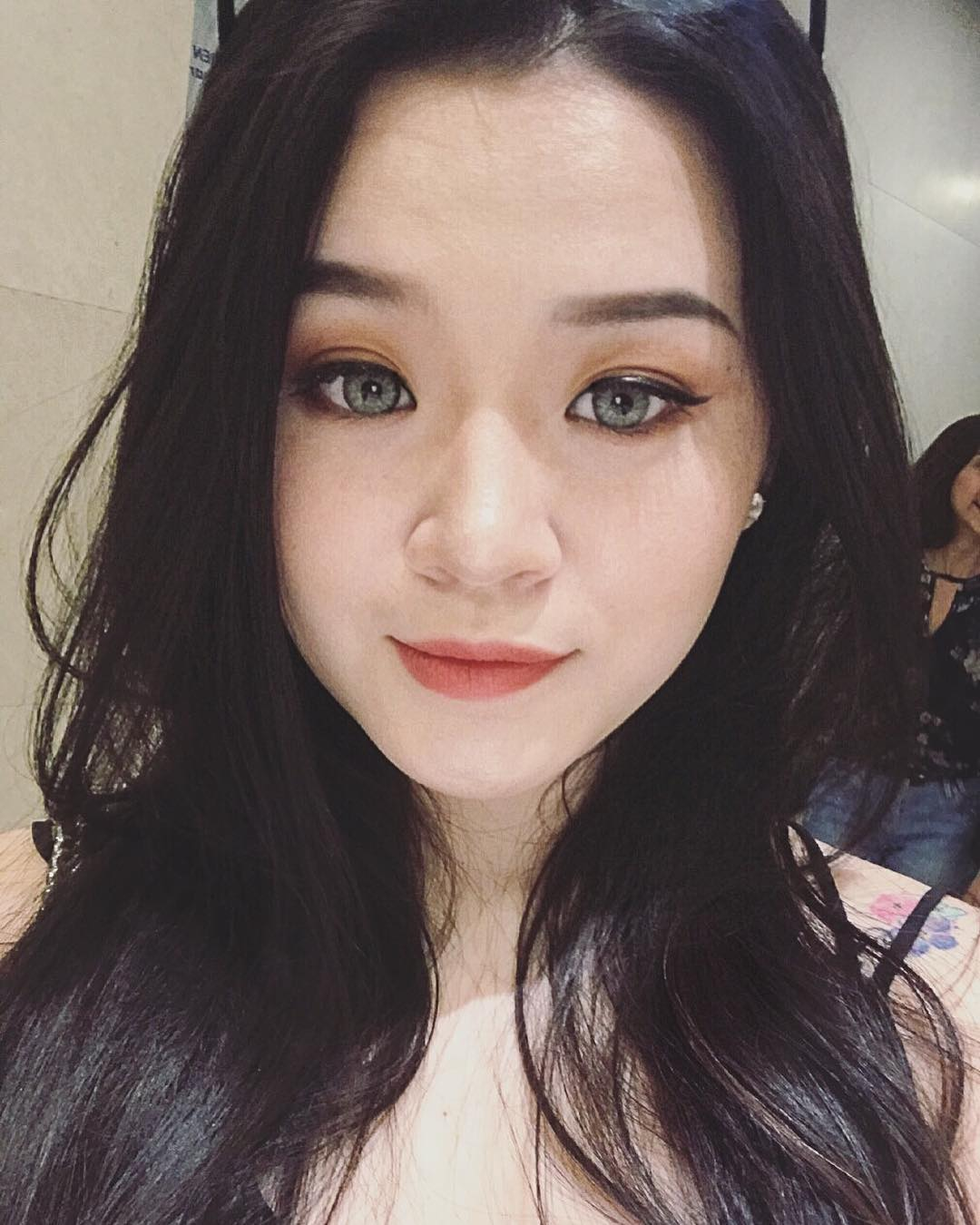 Thùy Tiên - Cô nàng sở hữu bộ sưu tập son khủng như shop bán hàng online
