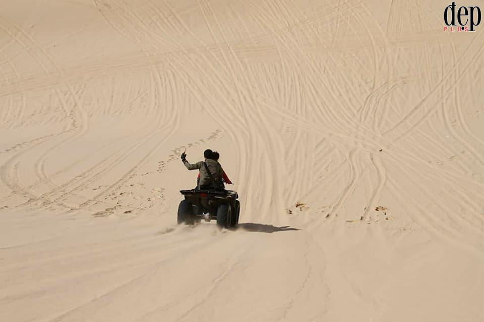 Đua xe moto địa hình trên cồn cát - trò chơi cảm giác mạnh không thể bỏ lỡ khi du lịch Mũi Né