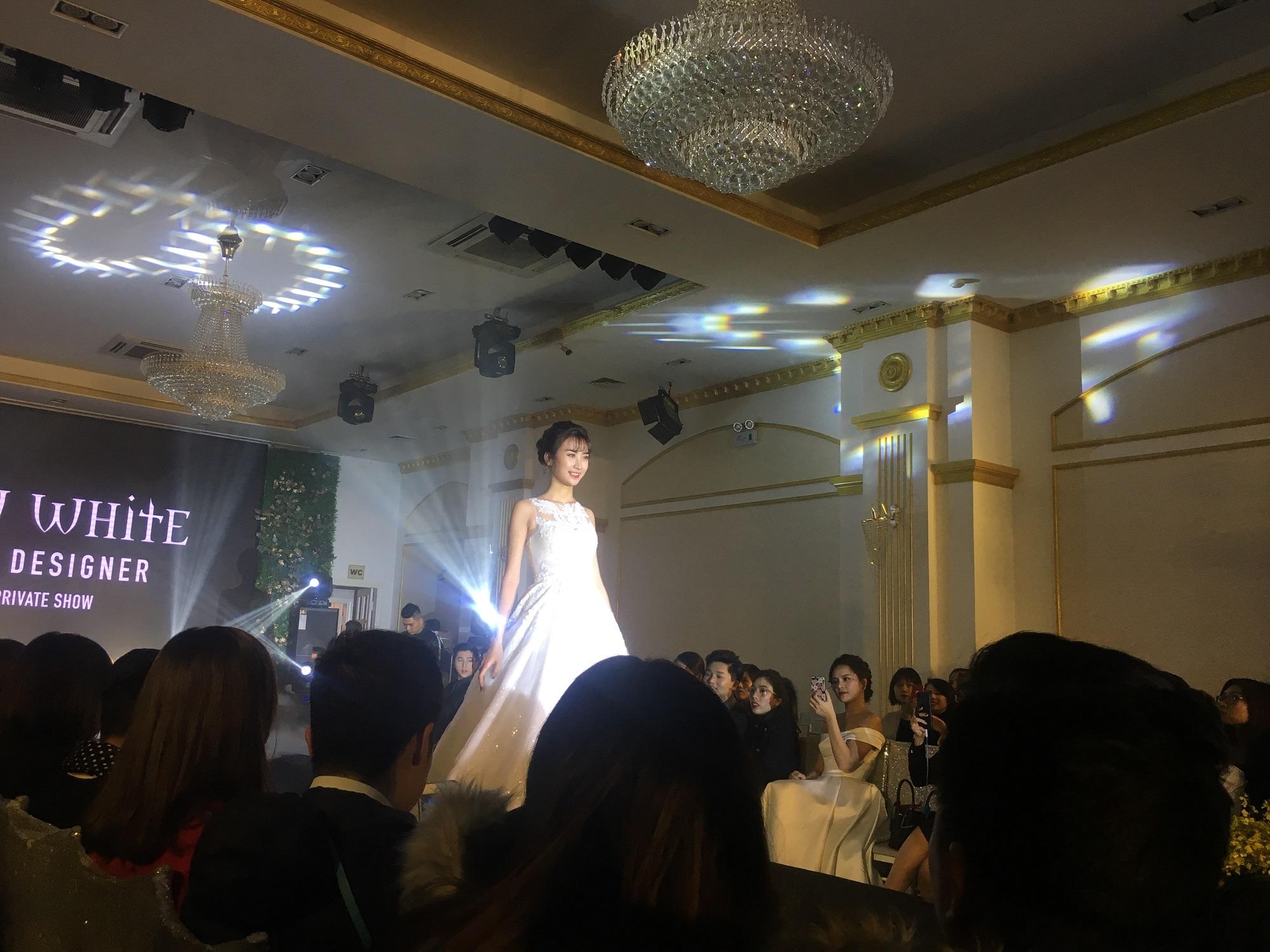 Hoa hậu Kỳ Duyên sang trọng, đài các trong bộ váy cưới trị giá hơn 3 tỷ