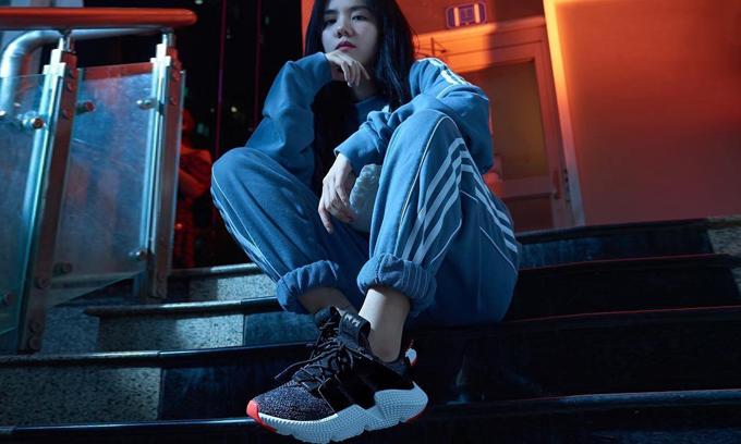 Phương Ly khoe ảnh cực 'ngầu' với đôi Adidas Prophere vừa mới phát hành tại Việt Nam