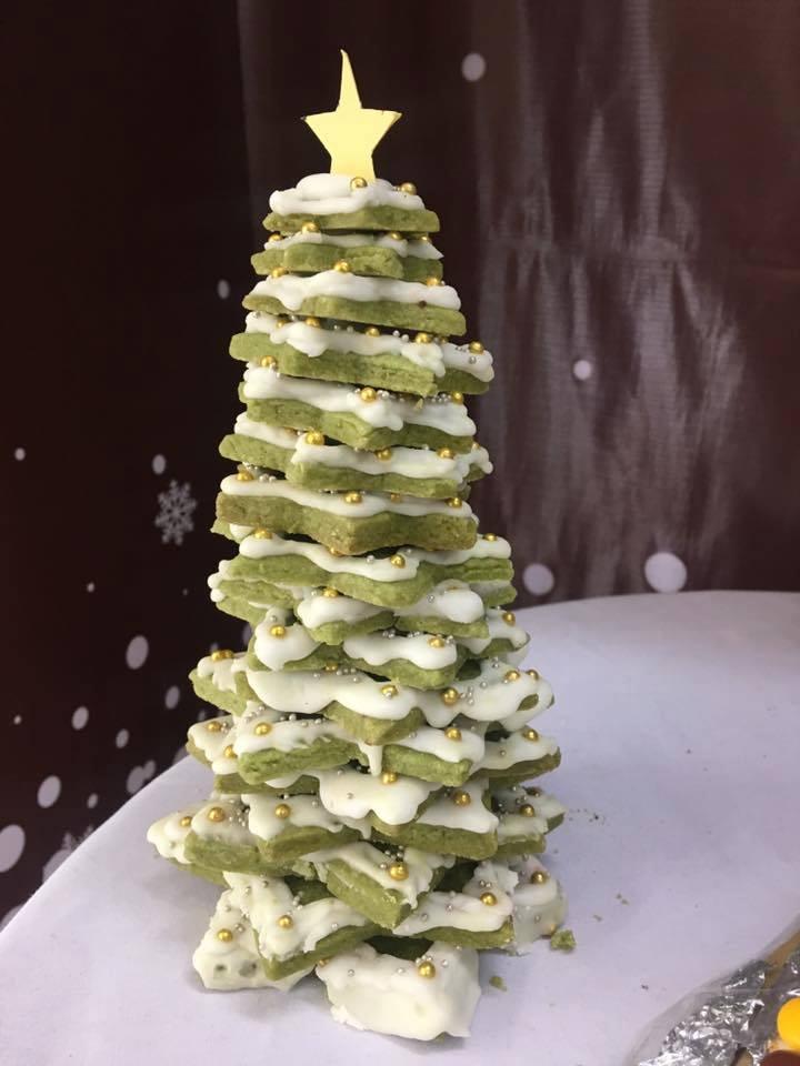 Cách làm cây thông 3D từ bánh quy cho mùa Giáng sinh