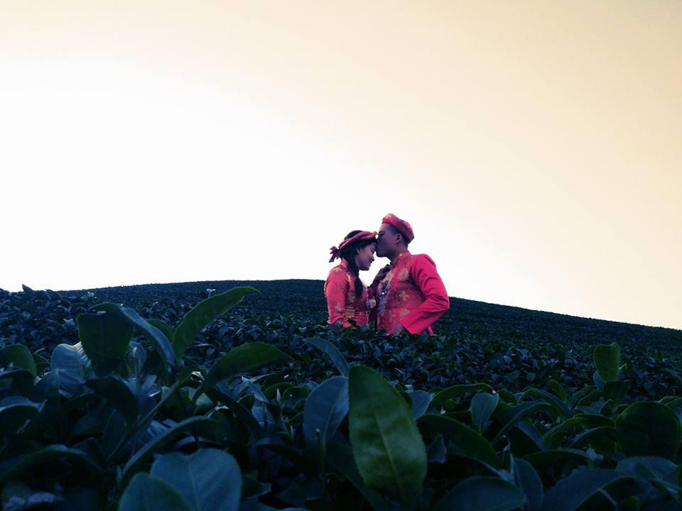 Theo chân cặp đôi mê phượt chịu chơi đi xuyên Việt để chụp ảnh cưới