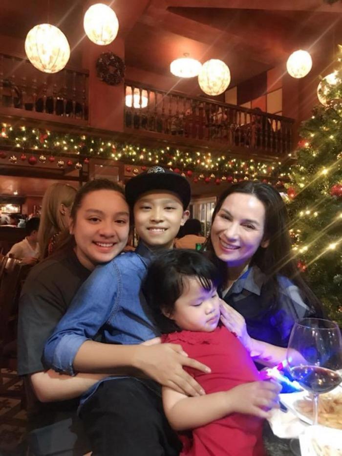 Giáng sinh đầu tiên tại Việt Nam của Phi Nhung và con gái sau hơn 20 năm ở Mỹ