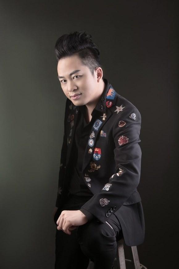 """Ca sĩ Tùng Dương hát Bolero: """"Đừng nhìn vào bề nổi ..."""
