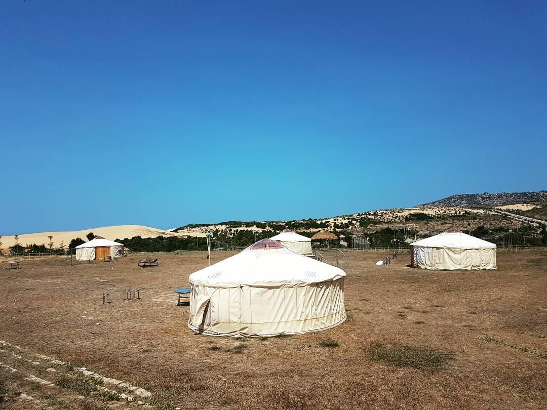 Có gì ở 2 khu cắm trại phong cách Mông Cổ hot nhất năm 2017