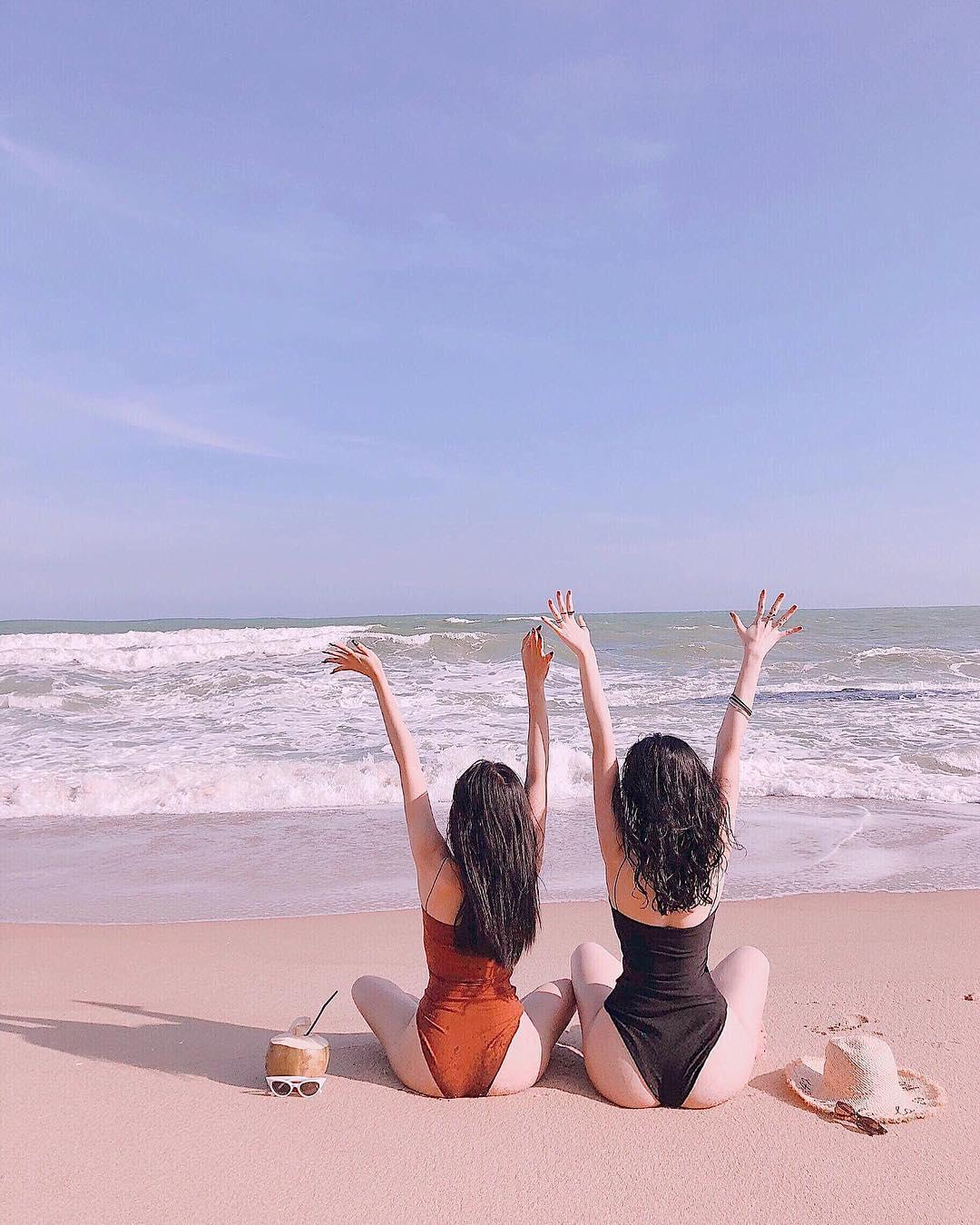 Angela Phương Trinh liên tục khoe vòng 3 cố trở thành Kylie Jenner Việt?