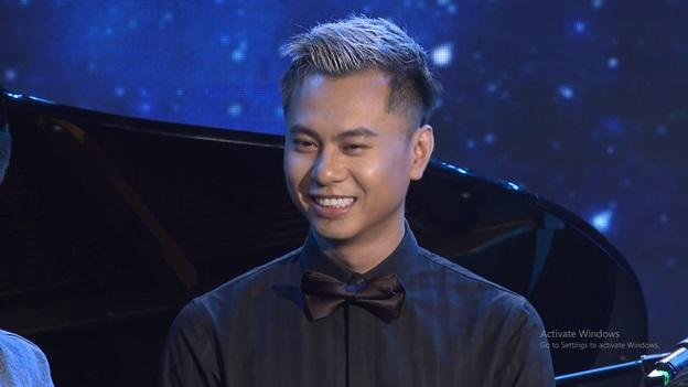 Sao đại chiến Tập 7: Ái Phương nhận xét nhạc sĩ Dương Cầm phần nhan sắc 8 điểm, phần hát 2 điểm