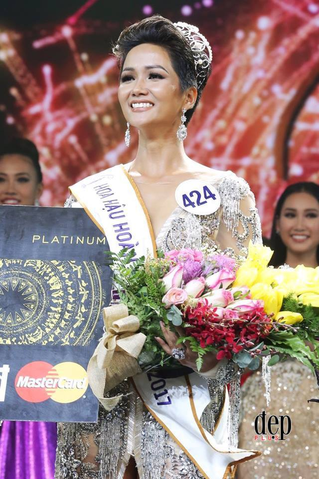 Sau đăng quang, Tân Hoa hậu Hoàn vũ Việt Nam 2017 HHen Niê đã ngay lập tức khóa facebook