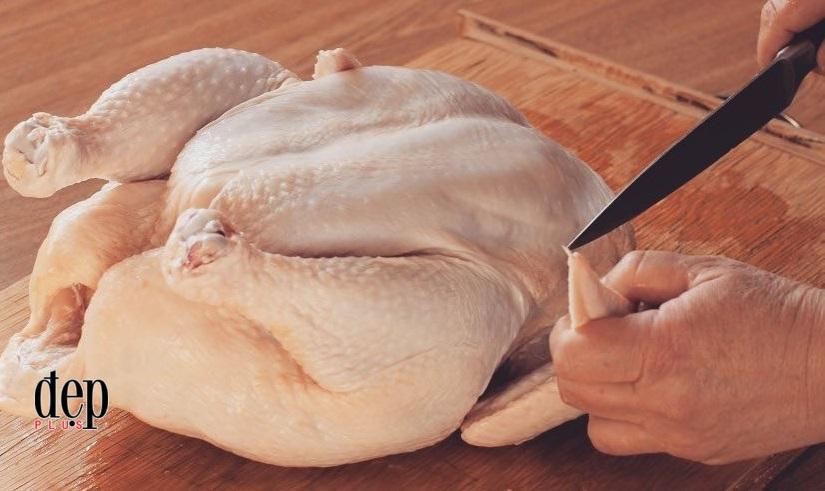 Rửa thịt gà sống: Tưởng sạch vi khuẩn nhưng lại gây hậu quả chết người